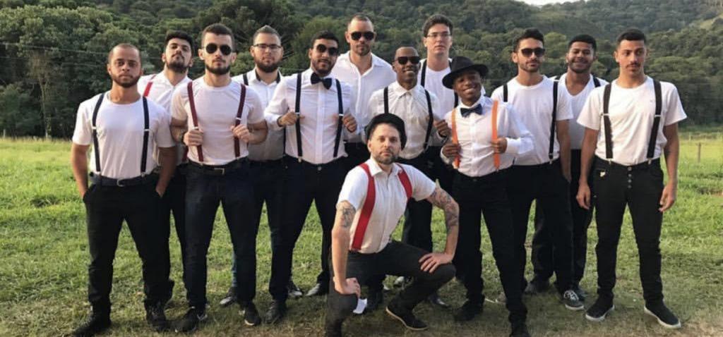 rapazes dançarinos do festival do instituto federal de barbacena